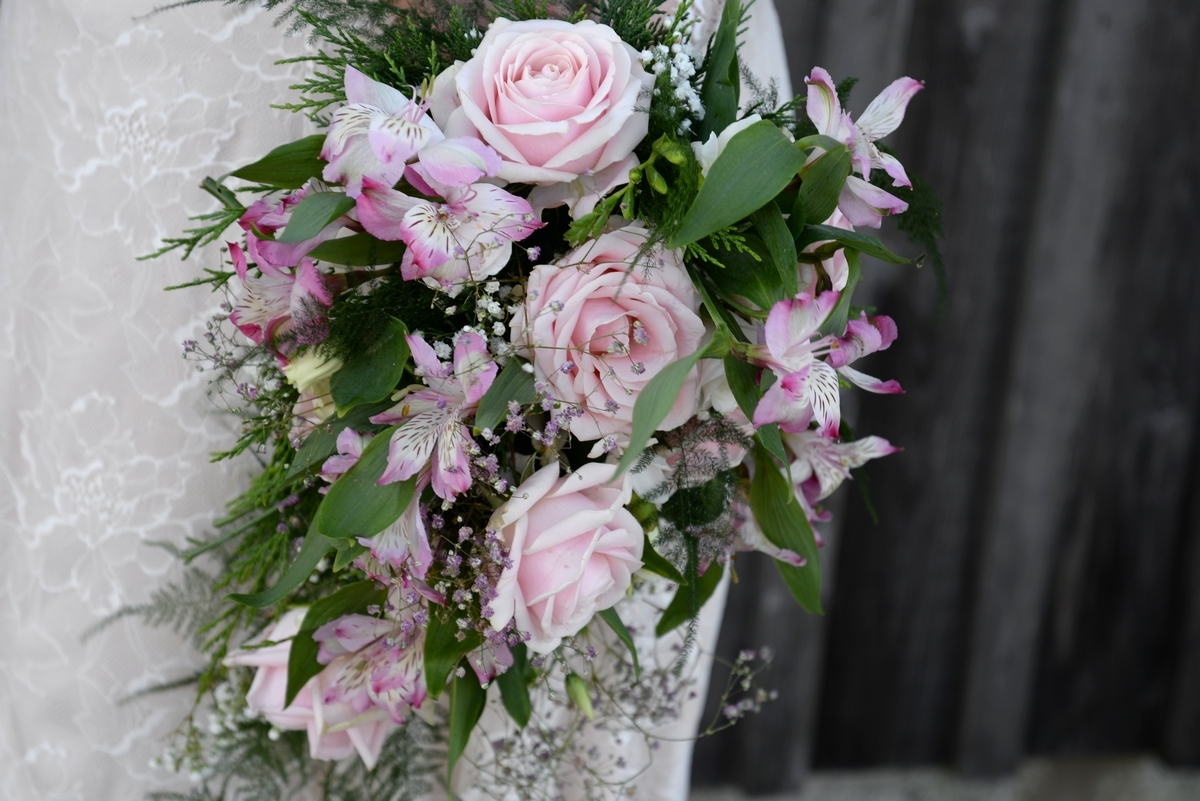 A-bouquet-pink-roses-floral-flowers-wedding-dress.jpg