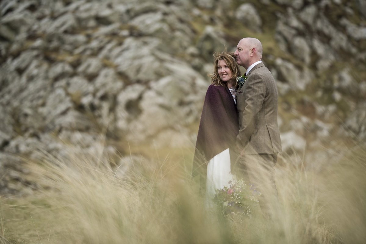 michelle_steven_outdoors_grass_rocks_scotland_wedding_crear_bart_photography_27_feb_2018.jpg
