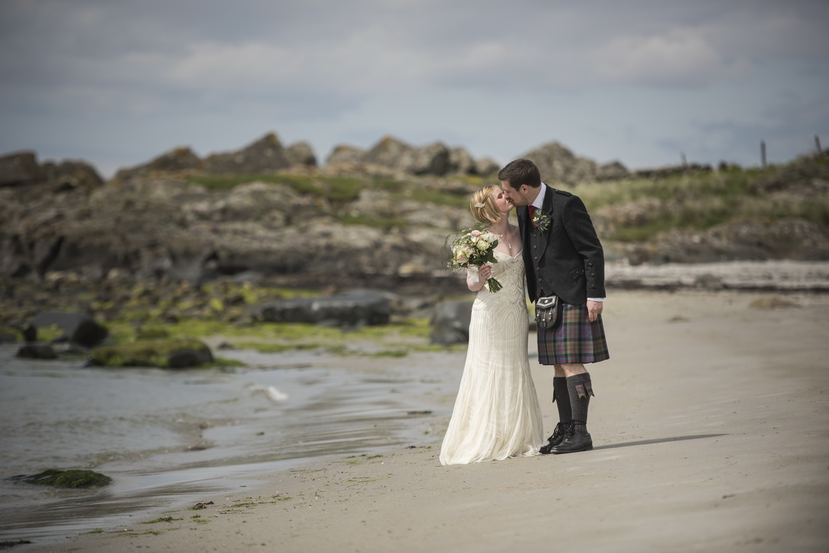 _weddingkiss_beach_scotland.jpg