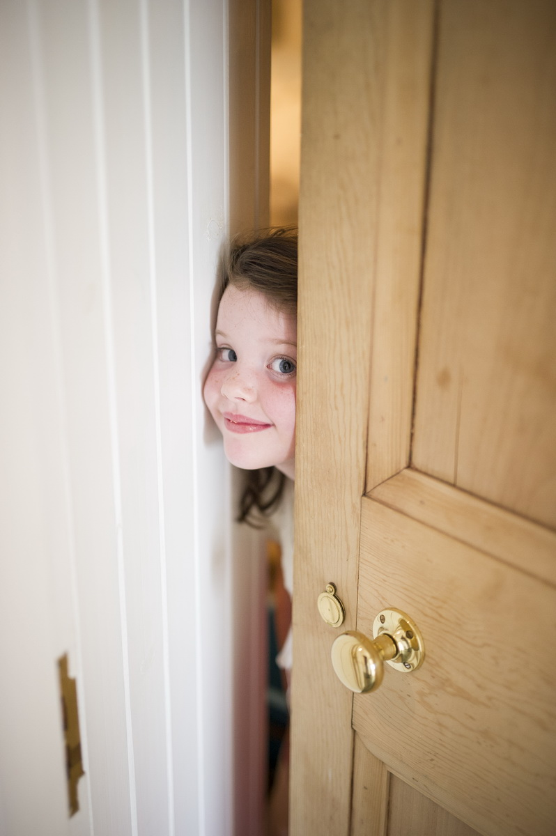 c-child-peeking-through-door.jpg