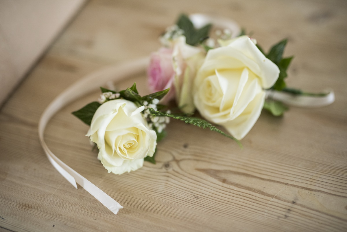 rosesbuttonholes-crearflowers-weeweddings.jpg