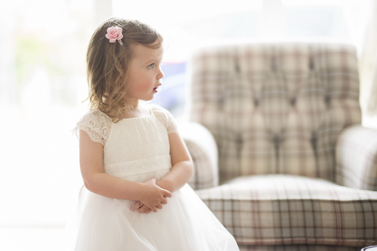 child-wedding-outfit-white-pink-hair-flower-e.jpg