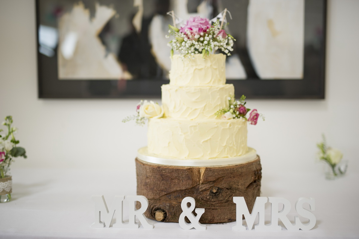 mr-and-mrs-cake-table.jpg