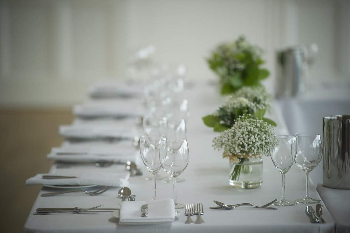 e-table-place-settings-glass-white-green-jars.jpg