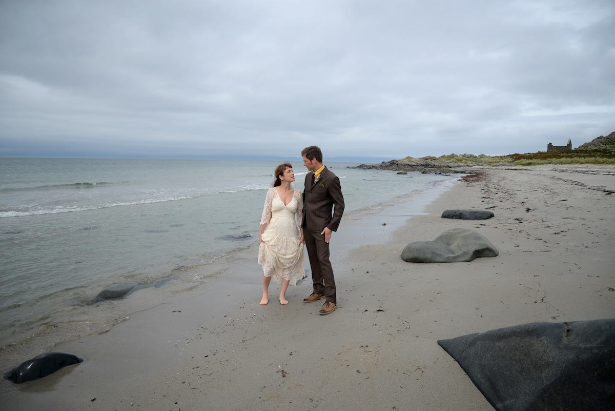 d-wedding-couple-on-beach-together-skyline.JPG
