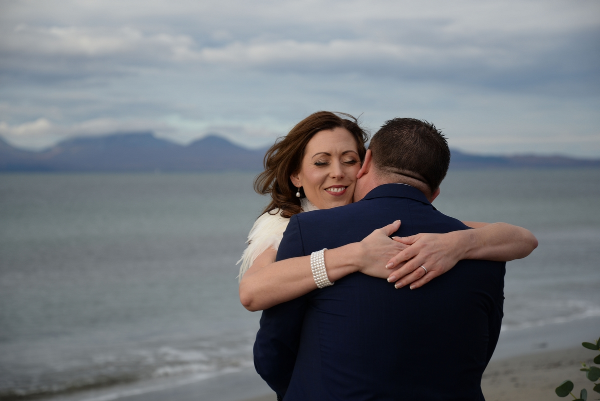 D-couple-together-married-happy-love-jura-sea-embrace.jpg