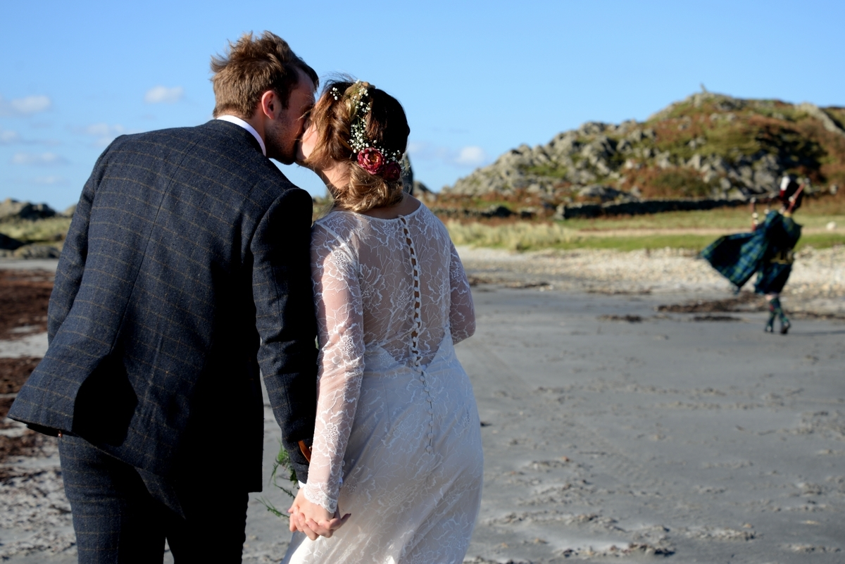 D-bride-groom-walking-piper-tartan-beach-kiss.jpg