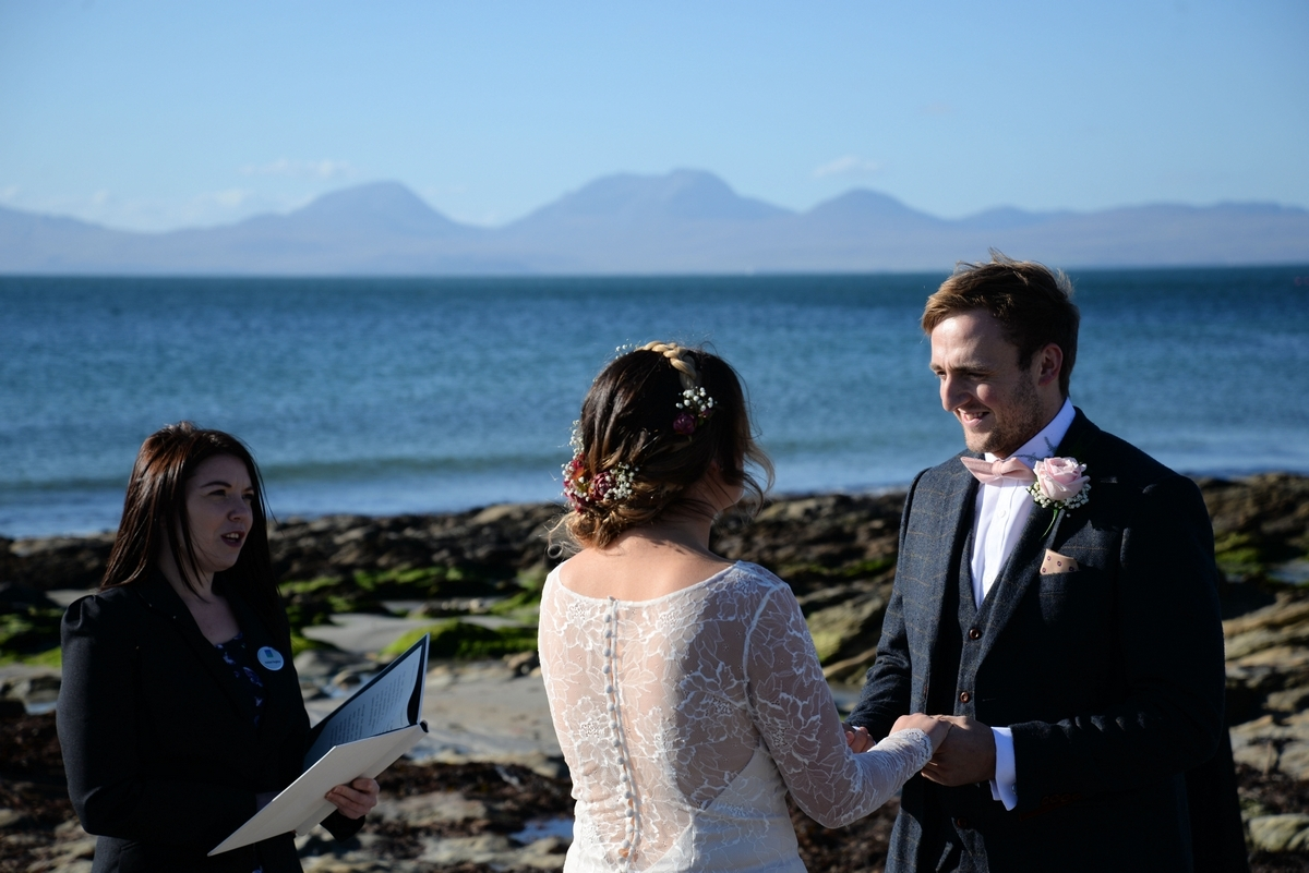 C-ceremony-bride-groom-wedding-beach-sea-jura.jpg