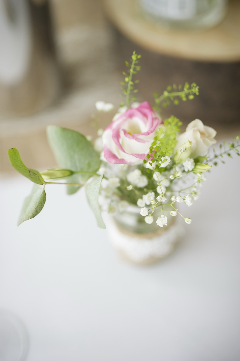 delicate-floral-table-centrepiece-.jpg