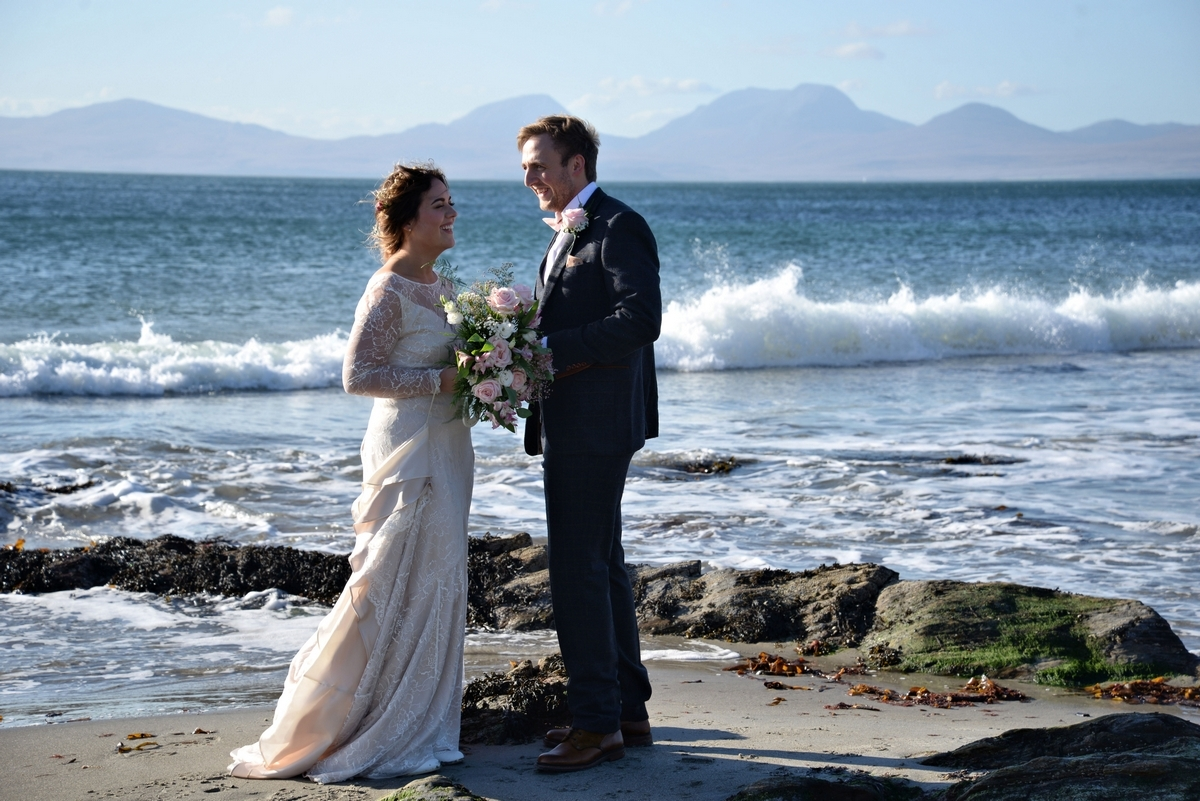 D-bride-groom-couple-married-sea-waves-beach-jura.jpg