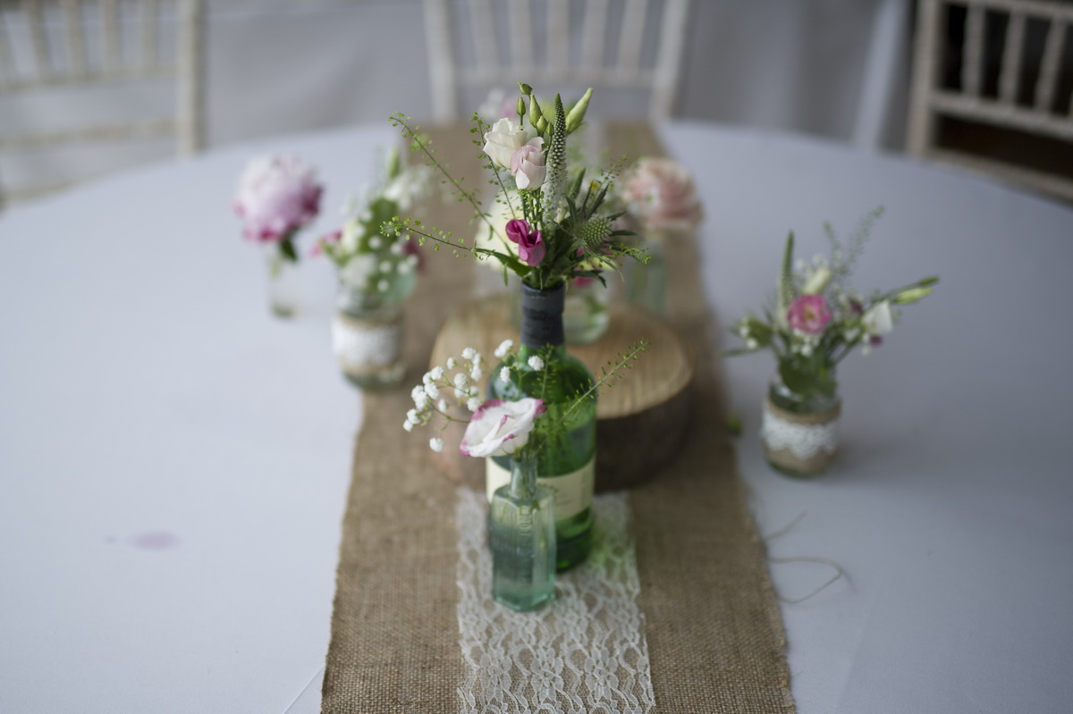 table-centrepiece-green-jars.jpg