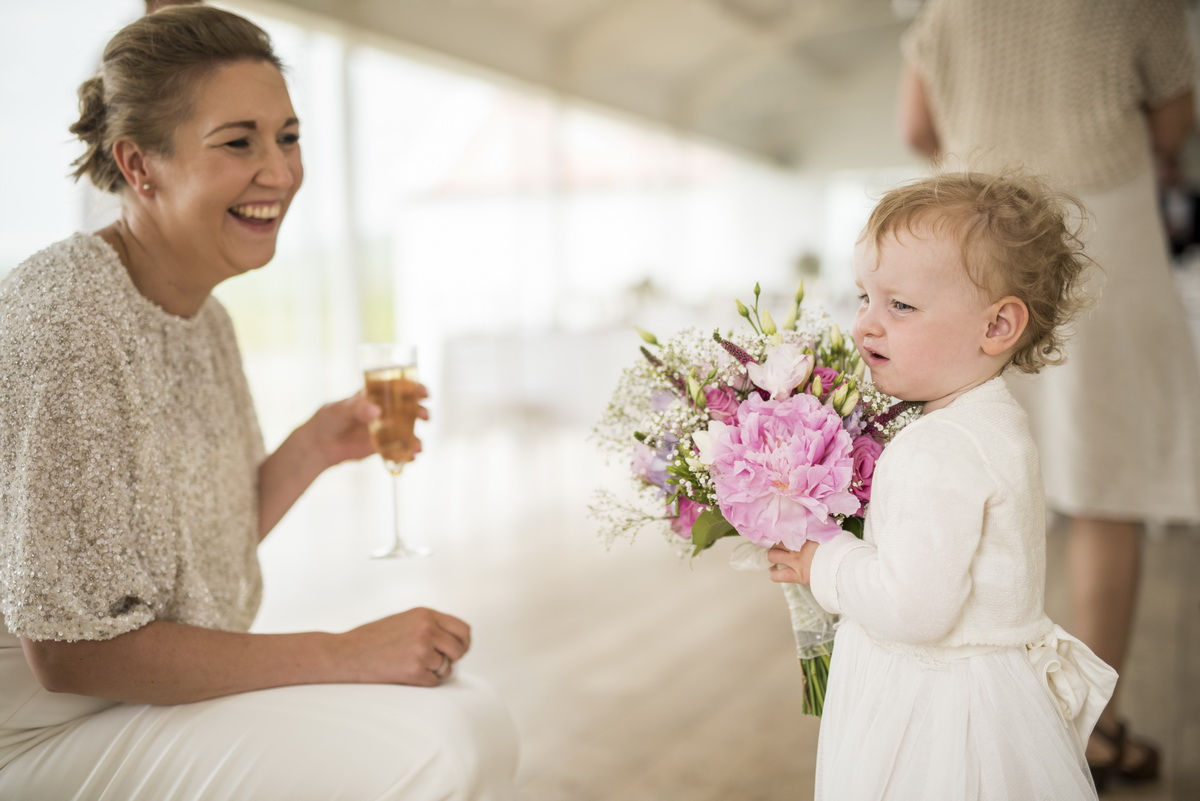 d-daughter-with-bride-holding-flowers-pink-white.jpg
