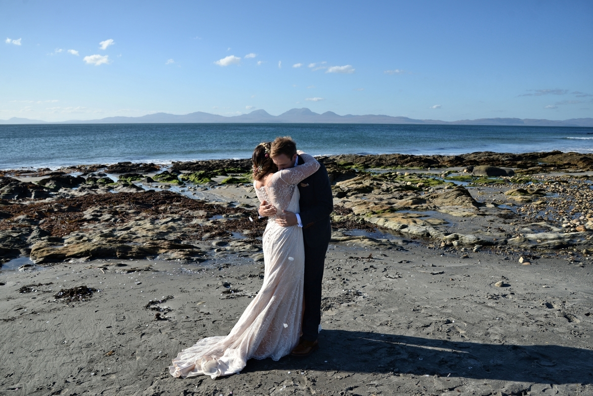D-bride-groom-wedding-married-happy-beach-jura-sunny.jpg